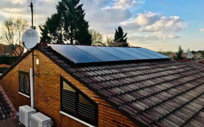Instalacion fotovoltaica este-oeste de 4 kw de paneles sun power con fantástica integración en el tejado (Rivas Vaciamadrid)